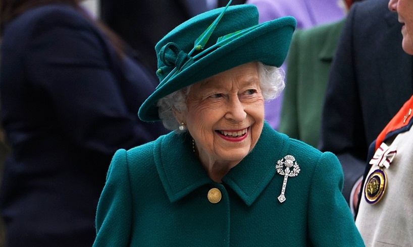 Queen Elizabeth Is Facing New Self-Inflicted Crisis Involving Prince Harry And Meghan Markle - US Daily Report