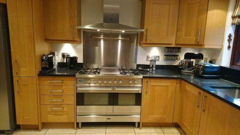 Oak Kitchen Traditional Shaker Black Granite Worktops