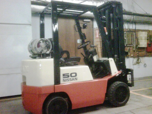 What is The Difference Between Cushion & Pneumatic Forklifts? (1/2)