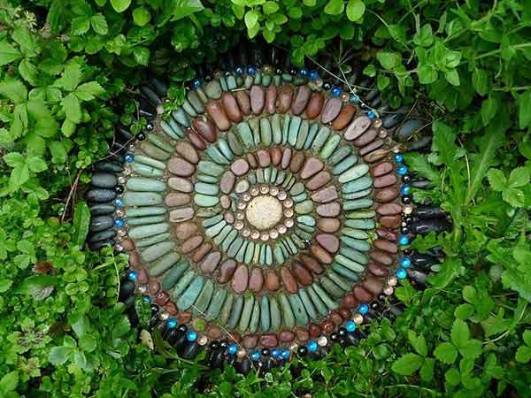 21 Lovely DIY Decor Ideas Emphasized by Creative Pebbles Art  usefuldiyprojects.com crafts (3)