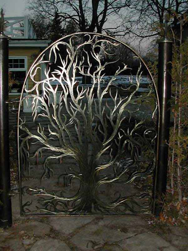 22 Insanely Charming Garden Gate DIY Projects Protecting Greenery in Style usefuldiyprojects.com outdoor space decor (21)