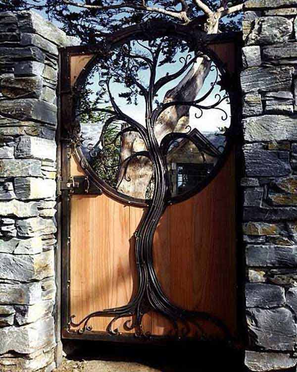 22 Insanely Charming Garden Gate DIY Projects Protecting Greenery in Style usefuldiyprojects.com outdoor space decor (7)