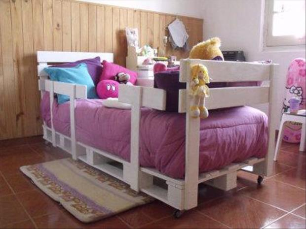 28 Incredible Methods of Recycling Old Pallets Into Creative Furniture Designs-usefuldiyprojects.com (2)