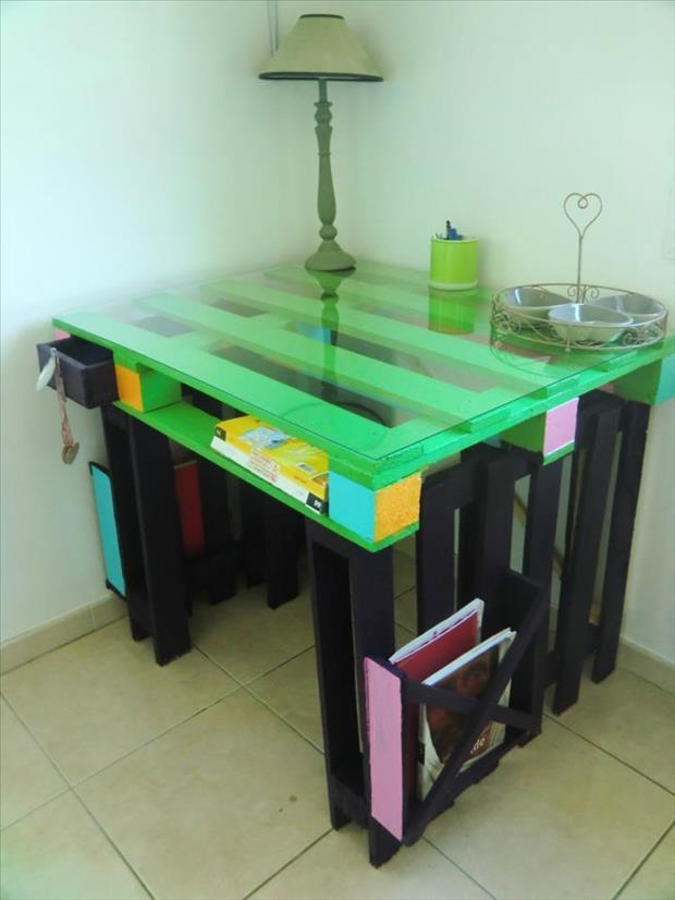 28 Incredible Methods of Recycling Old Pallets Into Creative Furniture Designs-usefuldiyprojects.com (23)