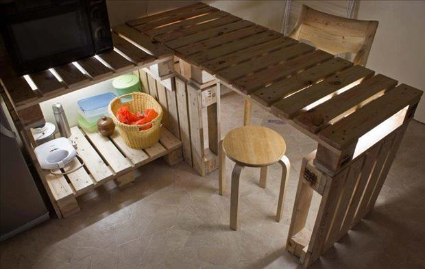 28 Incredible Methods of Recycling Old Pallets Into Creative Furniture Designs-usefuldiyprojects.com (6)