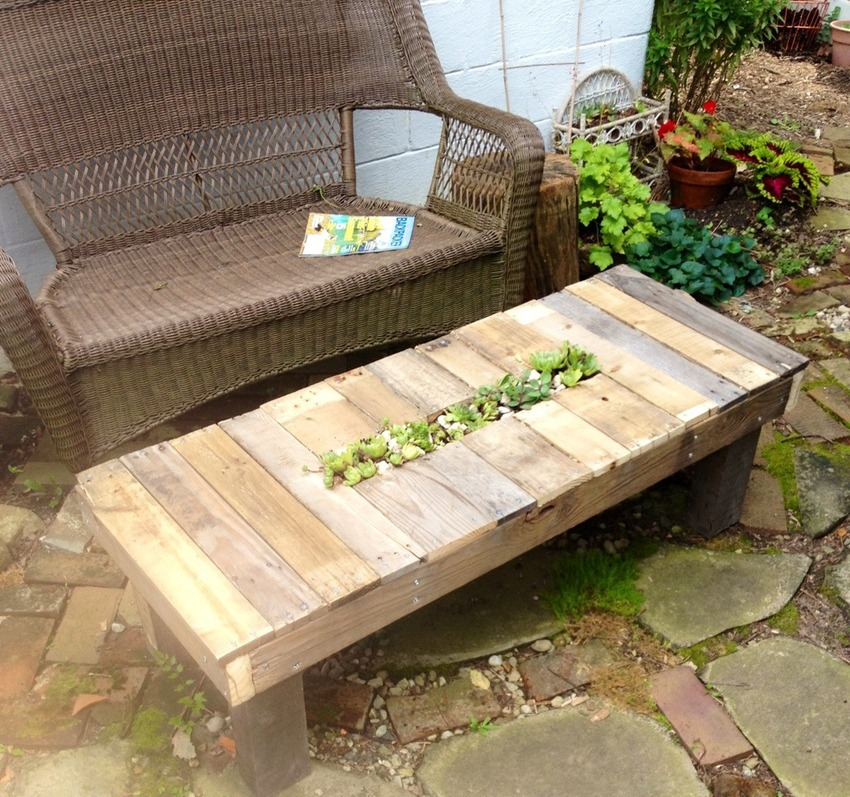33 Insanely Smart and Creative Wooden Pallets Recycling Ideas Worth Doing usefuldiyprojects.com decor (33)