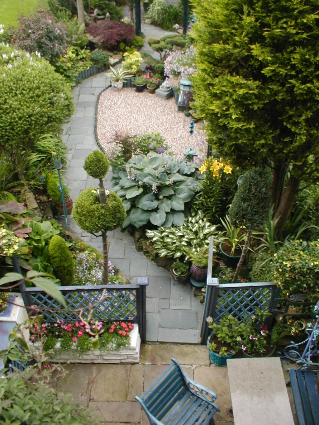 36  Beauteous and Alluring Garden Paths and Walkways For Your Little Drop of Heaven (1)