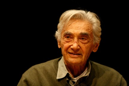 Historian Howard Zinn discussed war, imprisonment, government, and the death penalty in Mandel Hall last Saturday. The event was held by The Campaign to End the Death Penalty.