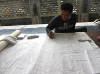 menggambar pola batik
