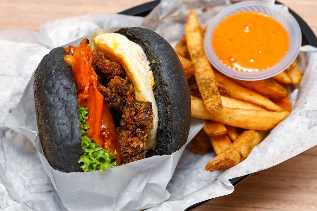 The Beautiful Mess 5.0 burger (RM21) has a cheddar beef patty topped with deep fried portobello mushrooms, honey mustard and a sunny side up egg. (Credits:http://www.vkeong.com/eat/myburgerlab-seapark-petaling-jaya/)