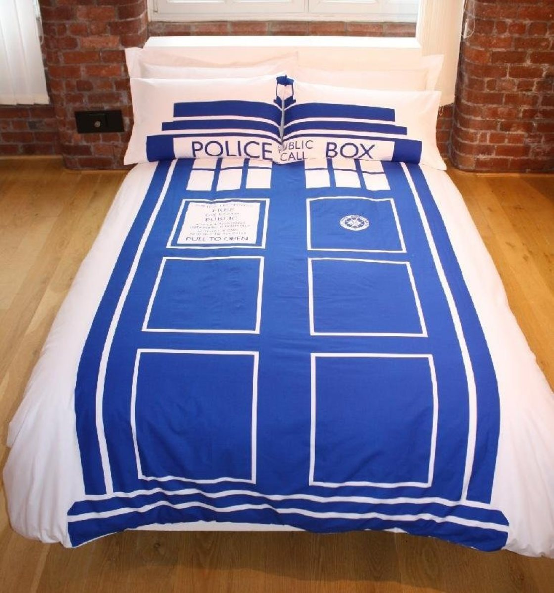 How to Decorate a Doctor Who Themed Bedroom