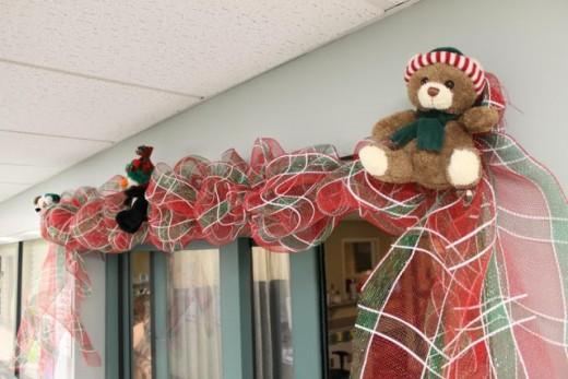 How To Make A Deco Mesh Wreath Form Work Big Bear 39 S Wife