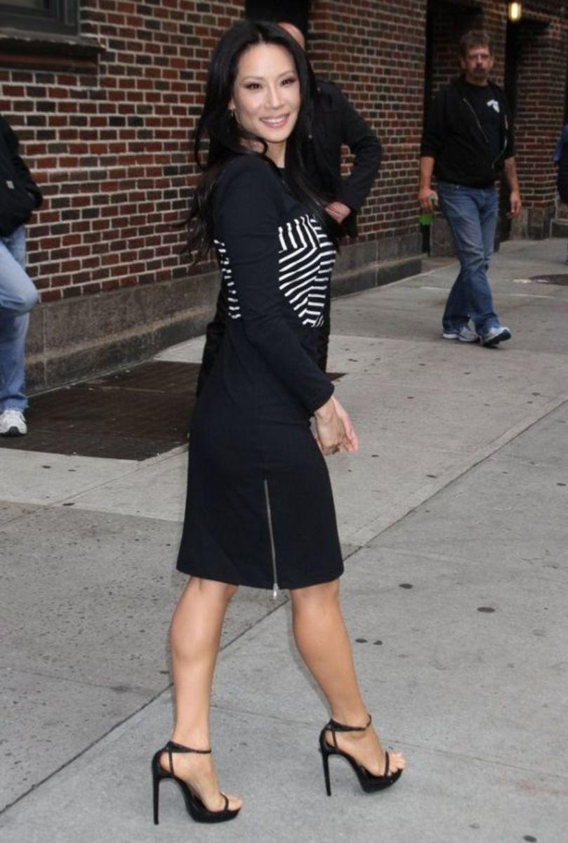 Celebrity Style Revealing Sexy Legs In Black High Heels