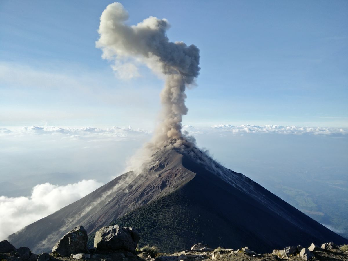 hight resolution of what causes a volcano to erupt