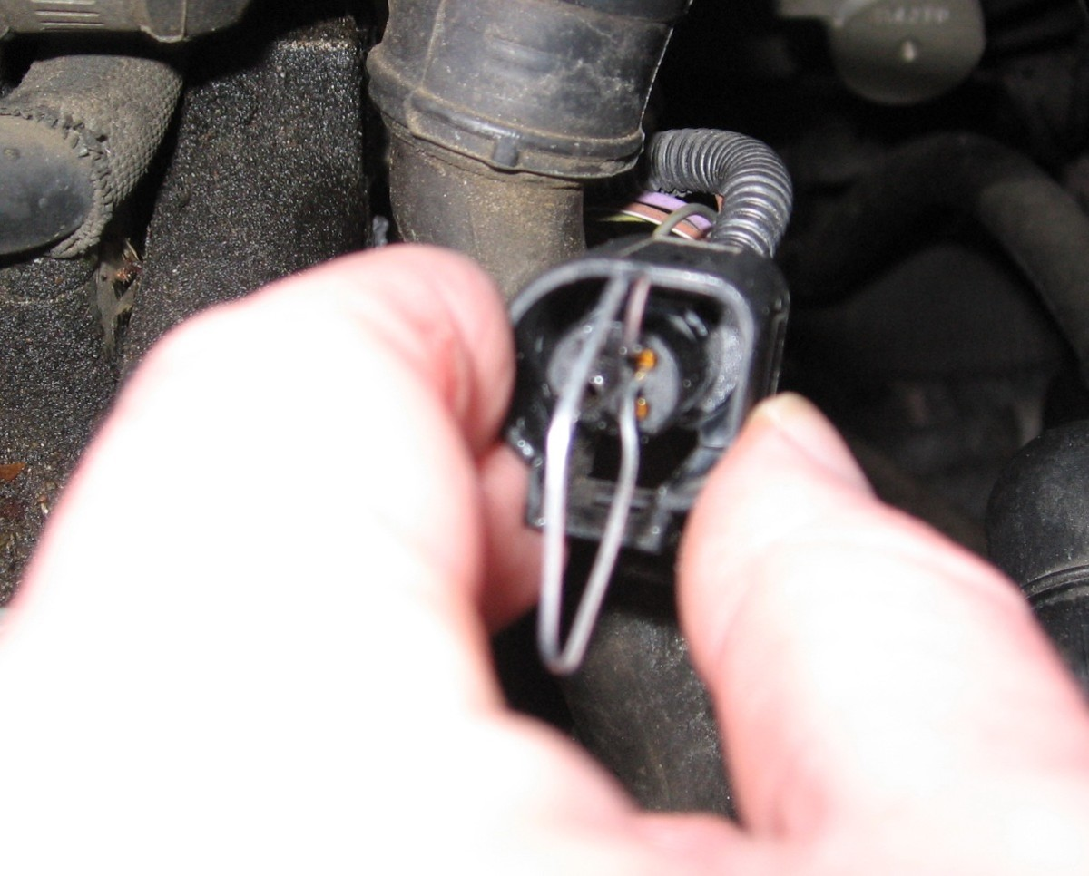 auto alternator wiring diagram dodge nitro radio how to replace broken wire-harness clips or connectors on audis and vws | axleaddict