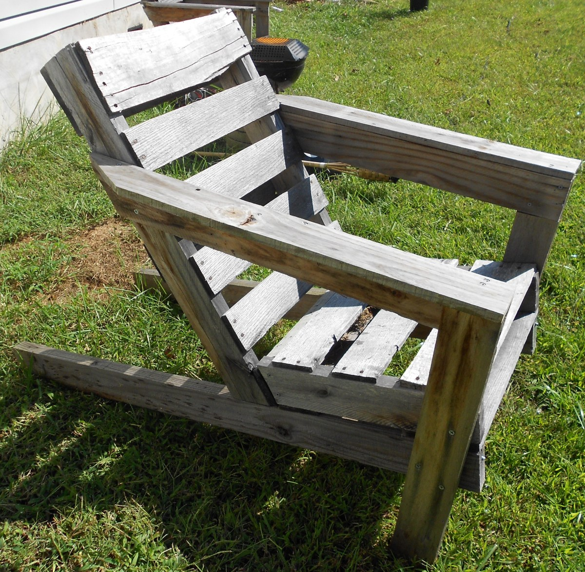 The Best Free Shipping Pallet Chair Plans On The Internet