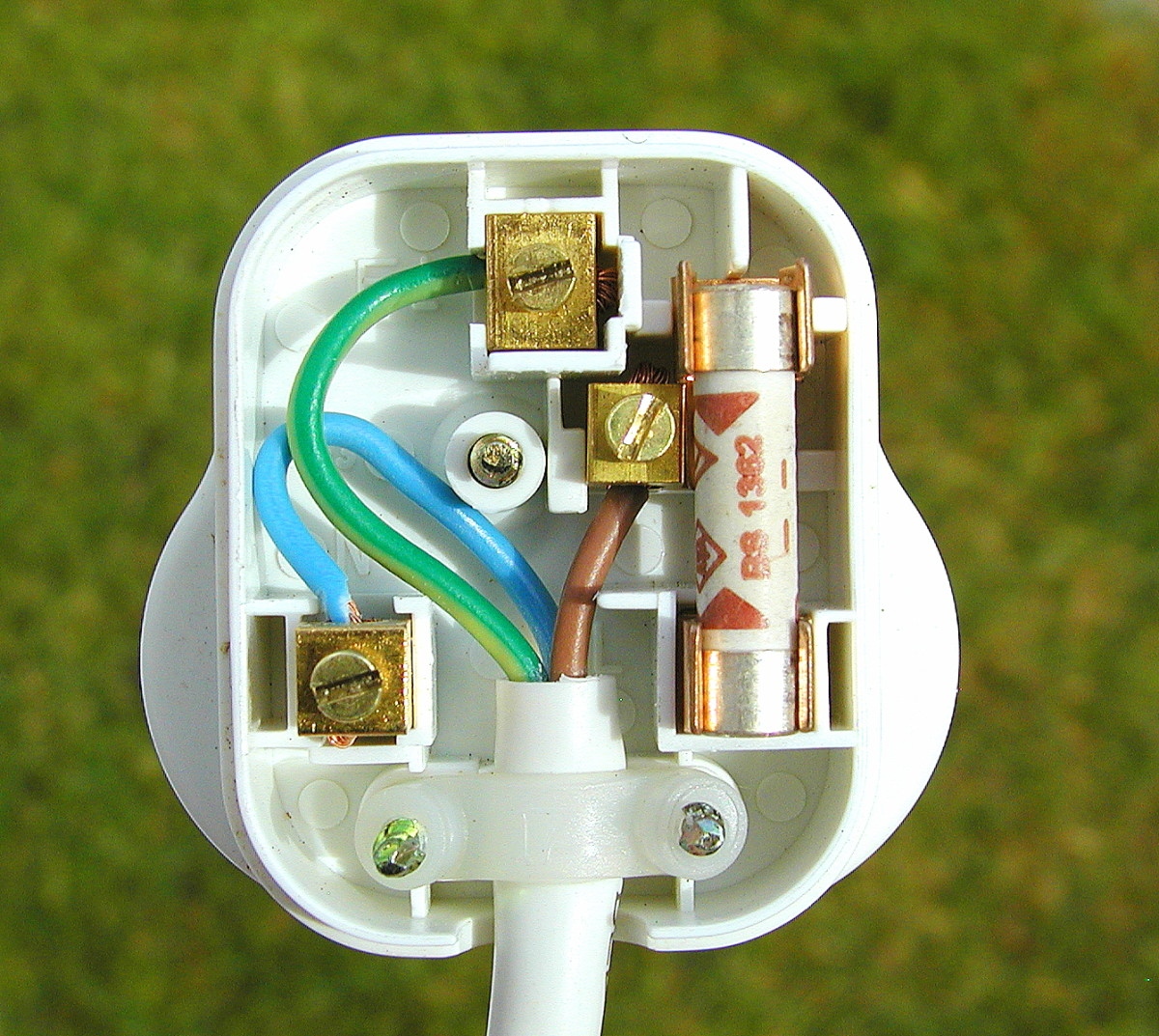 3 phase 5 pin plug wiring diagram uk boat ignition switch 9 easy steps to a correctly and safely dengarden how wire this is style bs1363 with integral