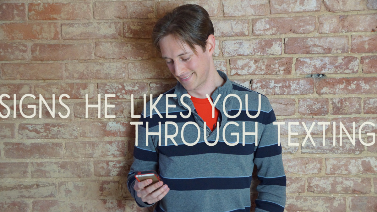 Signs hes into you texting   16 Giveaway Signs A Guy Likes ...