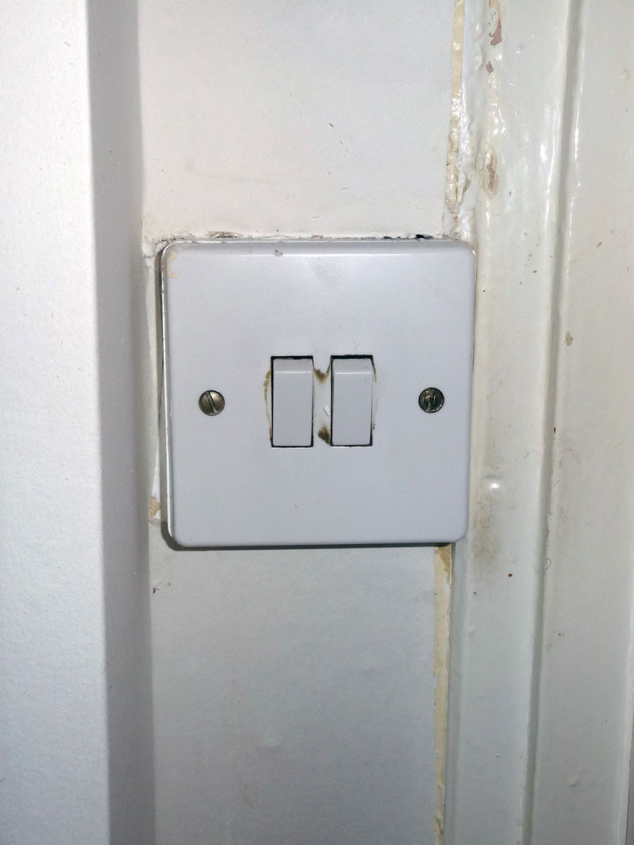 How To Wire A Twoway Light Switch With A Diagram Ehow The
