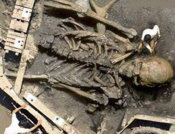This bizarre image first showed up in October 2002 as an entry in a Photoshop contest run by the website Worth1000.com. It was created from a photo of a Cornell University excavation to make it appear like it was a giant.