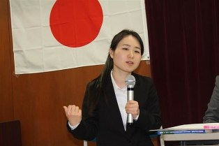 """Translation; [Tokyo MX News Girl Issue]. Masako Ganaha and so on held a symposium -- """"Kimigayo can't be sung in Okinawa,"""" """"we should handle it with the principle that foreigners can't do"""