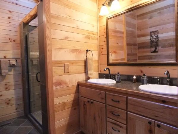 Bella Luna Log Cabin  Cottages and Cabins