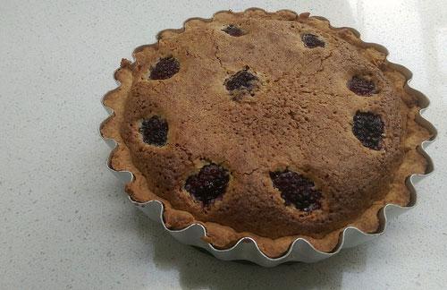 Blackberry tart with pistachio frangipane