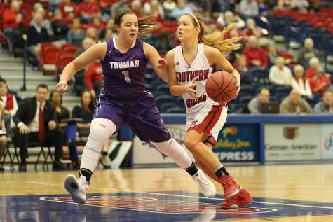 Women's basketball loses third straight