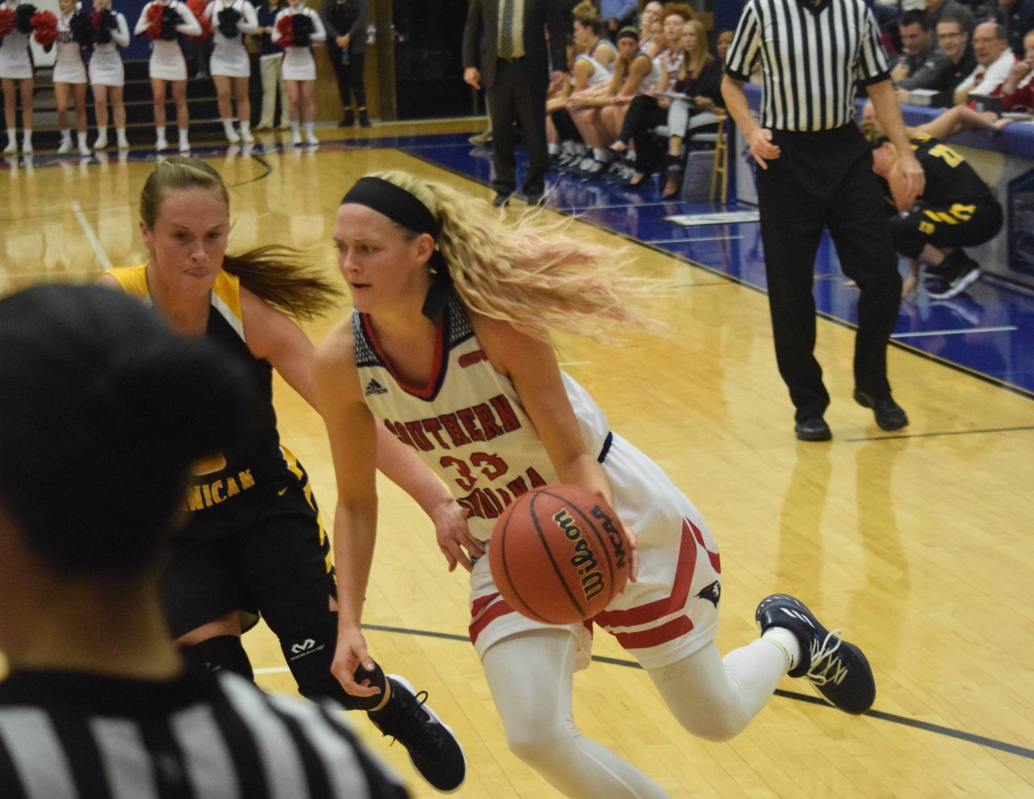 Kaydie+Grooms%2C+senior+forward%2C+drives+the+ball+into+the+defense.
