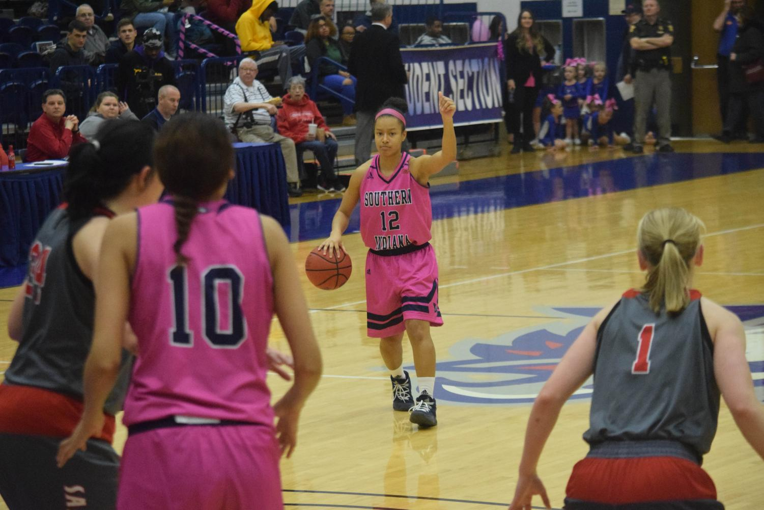 Ashley+Johnson%2C+sophomore+guard%2C+looks+to+run+the+play+against+Maryville+University.