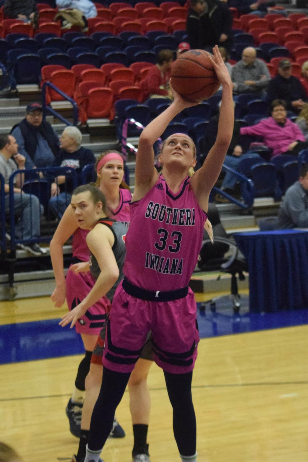 Kaydie+Grooms%2C+senior+guard%2C+goes+up+for+a+layup.