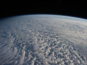 ISS-avaruusaseman lentäessä pohjoisen Tyynenmeren ylitse, astronautit kuvasivat tämän näkymän 4. tammikuuta 2013. Kuva: NASA
