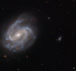 Tämä NGC 201 on kierteisgalaksi, jota on havainnoitu jo 1700-luvulla. Se kuuluu galaksiryhmään, joka ajan oloon sulautuu yhdeksi jättigalaksiksi. Kuva: ESA Hubble.