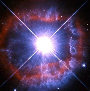 Erittäin kirkas ja valovoimainen tähti omasta Linnunradastamme 20.000 valovuoden päästä. Tämän luokan tähdet ovat vähintään kymmenentuhatta kertaa aurinkoa kirkkaampia. Niiden elämä on niin intensiivistä, että ne sylkevät omaa materiaansa ympäristöön, kuten kuvastakin näkyy. Kuva: ESA Hubble.