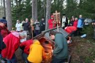 Panihida grobulla - Pörtsämön kalmistossa. Kuva: Teemu T. Mantsinen