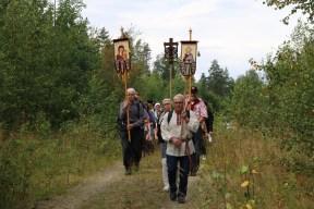 Ristisaatto lähestyy Korpiselän kirkonkylää. Kuva: Teemu T. Mantsinen