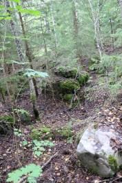 Korpiselän luterilaisen kirkon alttarin kiviperusta. Kuva: Teemu T. Mantsinen