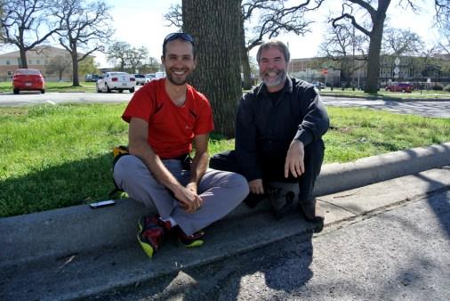 Discussion avec Ricardo Rozzi sous un arbre, UNT