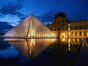 glass-pyramid-at-the-louvre-museum-wallpaper