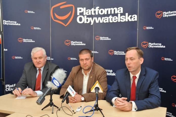 Wojciech Krasucki (w środku) kandydatem PO na burmistrza Ustki - ustka24.info