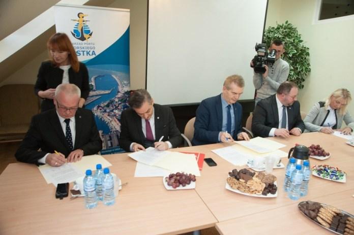 Podpisanie umowy na rozbudowę usteckiego portu - ustka24.info