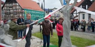 Odsłonięcie pomnika Trzy Gracje - ustka24.info