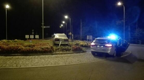Pijany kierowca przejechał przez rondo przy wlocie do Ustki