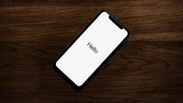 iPhoneの画面にHelloの文字