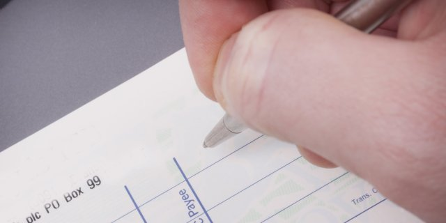 How to write a cheque  money.co.uk