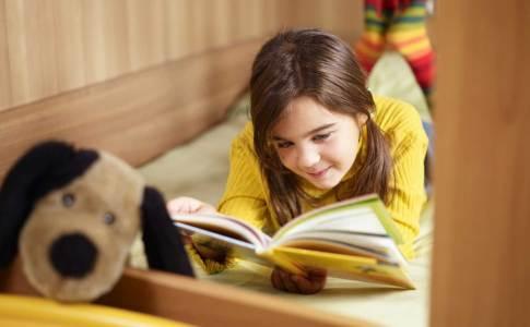 Girl-reading-book-1600
