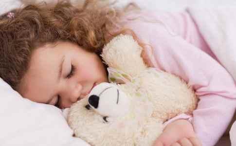 girl-hugging-her-teddy-while-sleeping[1]