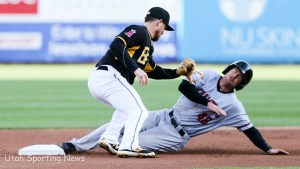 Bees second baseman Nolan Fontana attempts to tag out Sacramento River Cats Drew Stubbs.