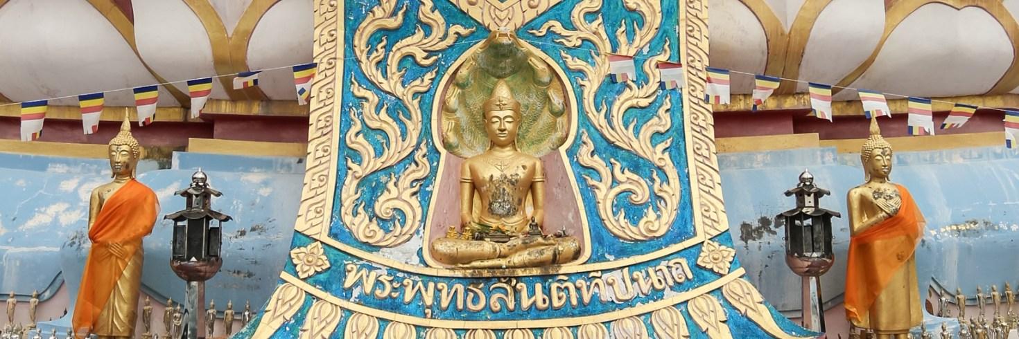 A műanyag bébi-Buddha és a kettesszámú vízesés találkozása a GPS-koordinátás kincskereső térképen – avagy a giccs és természeti szépség keveredése Koh Samuiban