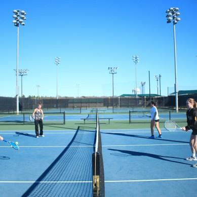 Tennis teams serve up new season